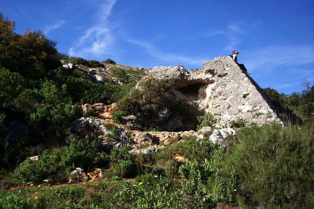 La Pyramide de Falicon et la Grotte de Ratapignata